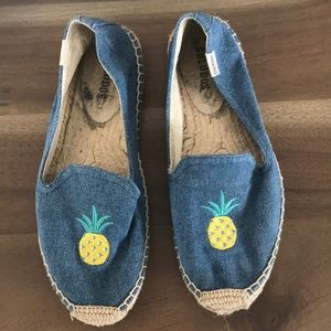 Pineapple Embroidered Soludos